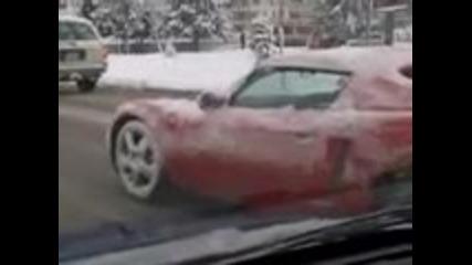 Замръзнала предница на кола в движение