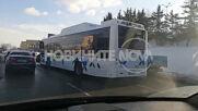 Автобус на градския транспорт и кола се удариха в София