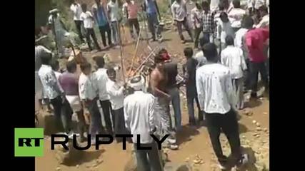 India: Watch stick-wielding crowd take on bear
