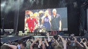Dave Grohl breaks his leg during show in Gothenburg, Sweden-1