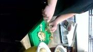 Варненски готвач реже гъби