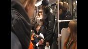Смехотерапия в метрото