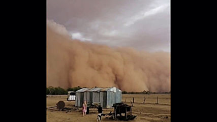 Australia: Formidable dust storm descends on Narromine