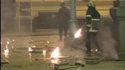 Горящи факли летят срещу парламента - 14.12.2013
