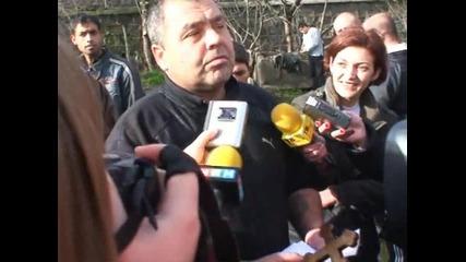 Жоро Толума хваща кръста в Свиленград и се гаври с циганите 06.01.2010