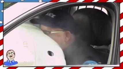 Полицейски служител си получава заслуженото - Шега