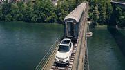 Land Rover Discovery издърпа 100-тонен влак