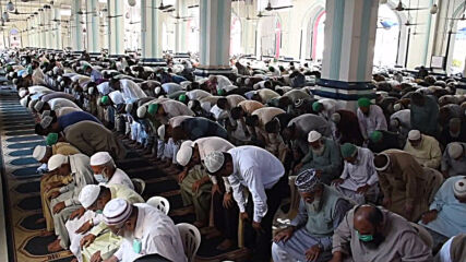 Pakistan: Prayers for protection against coronavirus pandemic held at Karachi mosque