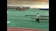 Спортист Скача В Плаващи Пясъци