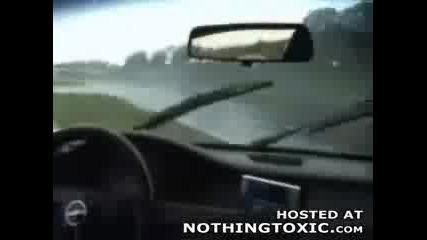 Завъртване На Кола На Пистата И Блъскане