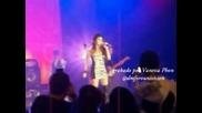 Dulce Maria canta Dejame ser en festival de People en Espanol