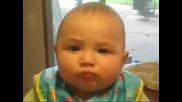 Смях..бебе не си харесфа храната.