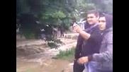 Наводнение пред училище :д