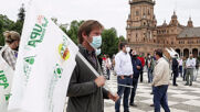 Spain: Farmers protest govt changes to EU agriculture subsidies in Seville