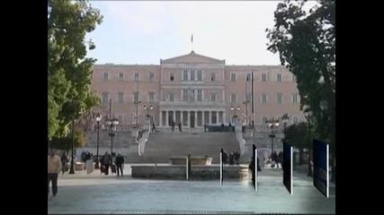 Гърция се нуждае от още време и пари, за да се справи с кризата