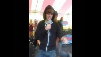 Justin Bieber gets angry and scared by a fan!!!