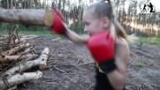 Изключителни боксови умения - Малко момиче прави 100 удара в минута - Evnika Saadvakass
