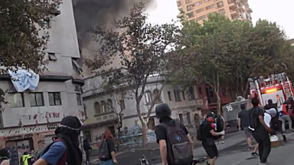 Chile: Clashes continue overnight into 30th straight day amid protester's death