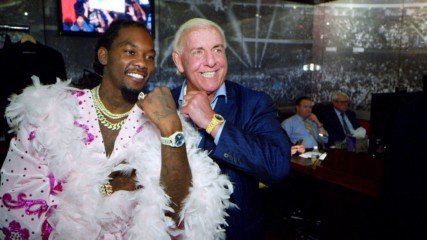 "Offset shows off ""Ric Flair drip"" backstage at SmackDown LIVE: WWE.com Exclusive, Sept. 17, 2019"