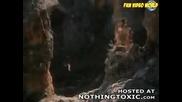 Скален орел убива коза