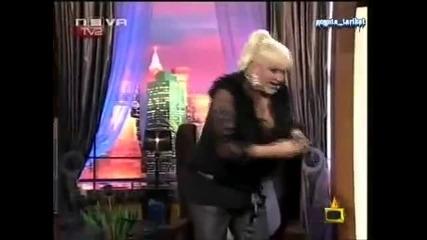 Емануела си съблича бельото в ефир!