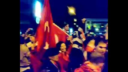 Турция се класирват за полуфинал през 2008,феновете откачат