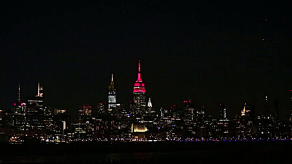 USA: Empire State Building flashes red 'heartbeat' to honour COVID victims