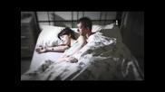 Как Да Избегнете Притискането На Ръката Ви Докато Се Гушкате В Леглото