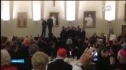 Свещеници танцуват в католическа семинария - Новините на Нова