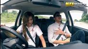 Продавачка на автомобили изкарва ангелите на купувачи при тест драйв