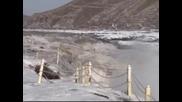 Скован от лед водопад в Китай пленява погледа и въображението