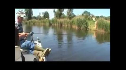 Да правиш секс край река и да те видят ! Смях!