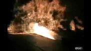 Камион бълва огън и подпалва сцена