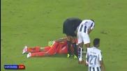 Вратар се направи на умрял за да избегне червен картон!
