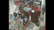Насилствен грабеж във Флорида уловен от камера