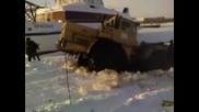 К 700 Яко затънал в снега