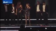 Мадона изтрещя: Тормози сексуално своя фенка на сцената