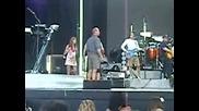 Още една Найли новина ! Ник Джонас свири Rockstar (песен на Майли ) на soundcheck - a във Va Beach.