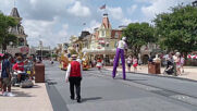 USA: Thousands return to Disney theme parks in Florida as COVID on the rise