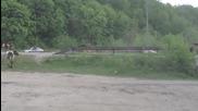Камион лесовоз зловещо връхлита в стадо крави