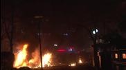 Пожарникари гасят пламъците след атентата в Анкара