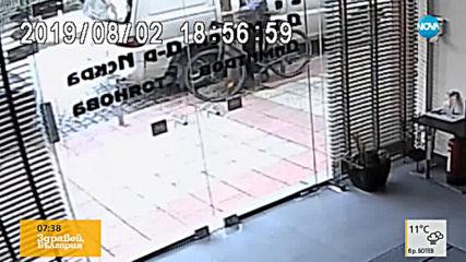 """""""Дръжте крадеца"""": Мъж краде колело пред столична клиника"""