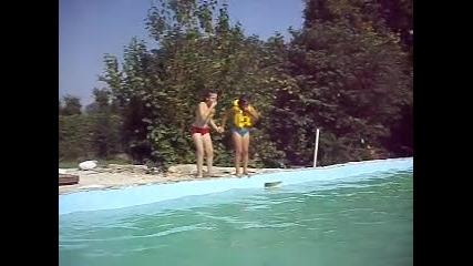Готини скокове в басейн!!!