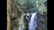 Скок Във Водопад