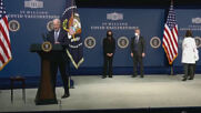USA: Biden forgets face mask as he leaves presser