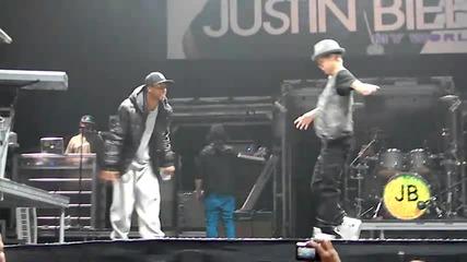 Justin Bieber танцува на саундчека в Торонто / 23.11.2010 /