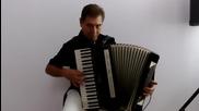 Petar Ralchev demonstrating Midi accordeon Gsd-петър Ралчев демонстрира Миди акордеон