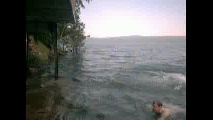 Скокове Във Водата На Язовир Искър