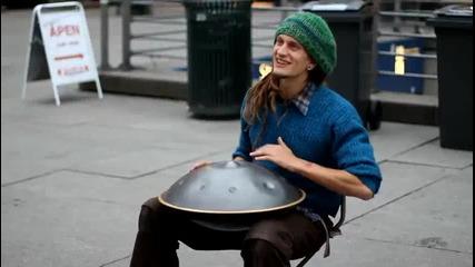 Страхотен уличен музикант!