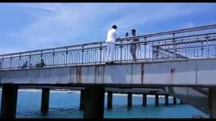 Бургаски абитуриент скача от Моста с костюма си за бала